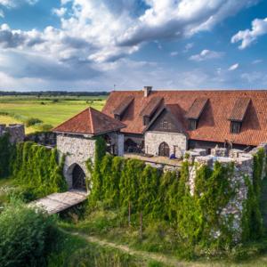 zamek w kiermusach z lotu ptaka, Maciej Nowakowski